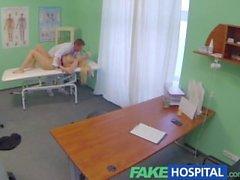 FakeHospital Busty sarışın doktorların muayene masası emer