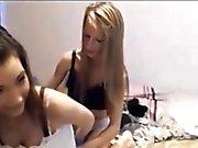Fina och varma lesbian tonåren skalnings