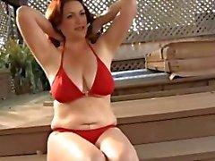 Unglaublich Frauen nahe dem Schwimmen -Pool ( Zeitlupe)
