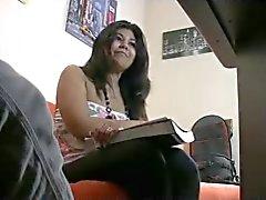 Chunky latina na fundição procura de um emprego .