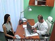Ofisinden bir busty milf sikikleri doktoru