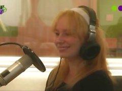Dutch Girl Strips on Radio Anne - Scheren of uit de Kleren - Radio 538