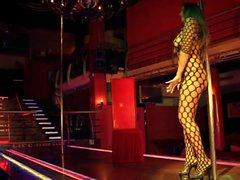ağ desenli striptizci