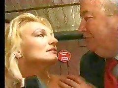 FRANSKA CASTING 11c blondin knulla dildo och fist