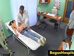 Eurobabe doktor tarafından spikam üzerinde doggystyled