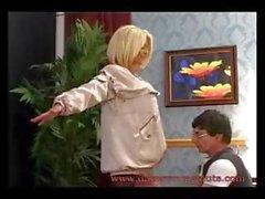 Britannique Busty blonde de MILF de Tia Layne roule son gland comme une cowgirl