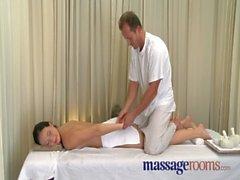 Salles de massage la femme d'âge mûr l'orgasme chatte poilue tenu