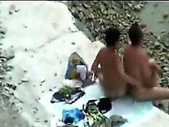 Шпионаже на людей на пляже