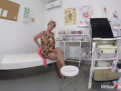 tüylü anne doktor bekliyor