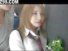 koulutyttö perseestä bussilla pelle