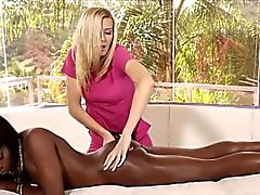 Erotic Amanda plyas with female friends