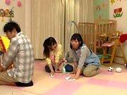 Hardcore Asiatisk babe har några riktigt heta gruppsex