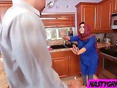 Hiyab lleva hijo musulmanes a Ada creampied por su nuevo amo