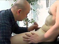 Азиатских любительской плюется сперму