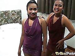 Beiden geilen philippinische Mädchen teilen man Glück Typ white der Hahn