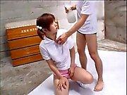 Kettumainen Aasialaiset pornotähti aiheesta pääsee kiusasivat kanssa leluja jälkeen facial jengi paukutellut