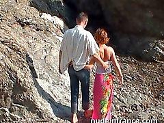 Amateur paret gjort analt sex på en strand