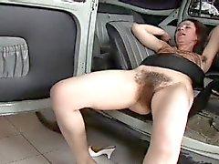 Araç gerçekten Tüylü Woman Fucked