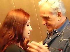 Del abuelo llega agradecimiento sexuales de adolescente del redhead que pícara