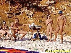 Strand Amateur Babes in Gruppe Reiten Hahn