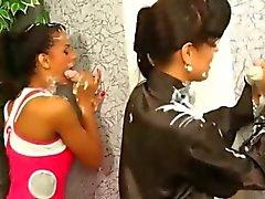 Lesbos får krämer till gloryhole