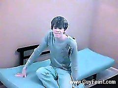Hot gay Ele parece bonito gostoso quando este Chab despe -se para