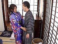Mel de japonês bonito do Nenê Nagasawa está pronto para ser algumas