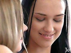 Hot lesbisk kvinna sirener leksaker vart annat samt äta att våt sprickorna