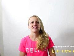 blonde follada por el culo durante las casting en