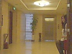 Audrey otel genelinde bir yürüyüş mesafesinde crossdressing