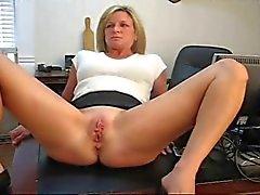 Femme fessé par son patron
