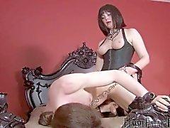 Madame baise son salope esclaves