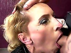 Hairy Brünette reife bekommt anal creampied