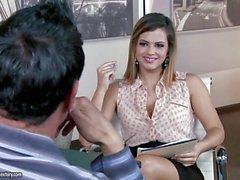 More than einem Interview mit von Keisha Grau