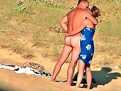 Verborgen vid van hete Franse paar op strand deel 7