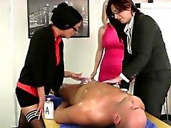 Euro CFNM Girls Büro zu zerren sein Schwanz