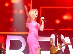 Mini-robe Beatrice Egli Rose Upskirt Pussy On Stage Oops