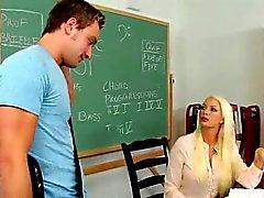 Genç Stud tarafından becerdin Sexy MILF Öğretmen