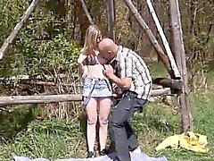 Blondinette la pau amateur première fois de Abby deepthroating manstick OU