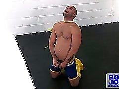 Arslan bir oto - erotic asfiksasyonu onun kölelik Halatları kullanmaktadır