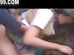 Asyalı kız öğrenciotobüs ev sürmek ve yüz ile gangbanged alır