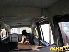 Fake Taxi valtava creampie seksikäs, laiha nuori goth tyttö