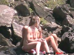Plage chattes nues exposées par cam voyeur