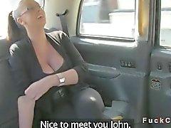Gigant bröst brittiske amatör i taxi