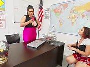 Insegnanti di di Sara di Jay & Angelina di Castro Fanculo Alunno di Gia a classe !