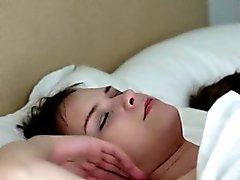 Beata die Undine und ihr Freund fingert Fotzen im Bett