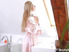 Große Brüste Carols Badezimmer Squirt