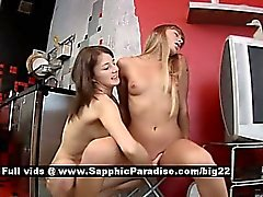 Milka och Ady en fantastisk fantastisk lesbianer fingersättning