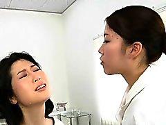 Japonlar lezbiyen erotik spitting Massage Clinic Başlıktaki