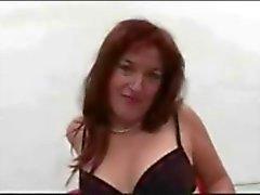 Ímpios Alemão de MILF Gets Gangfucking Cremoso